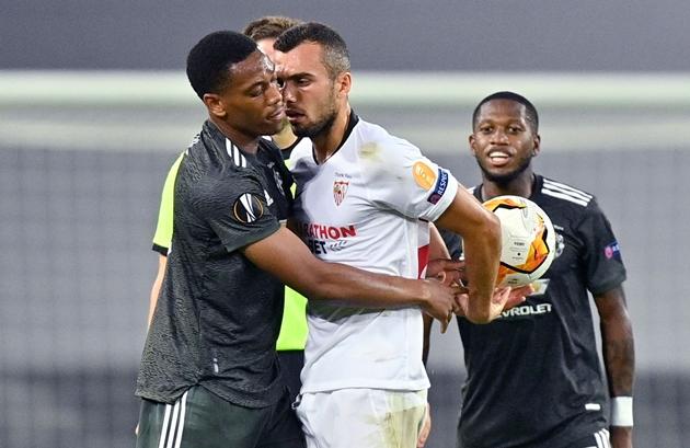 Noisy Sevilla gave Man United a rough ride - Bóng Đá