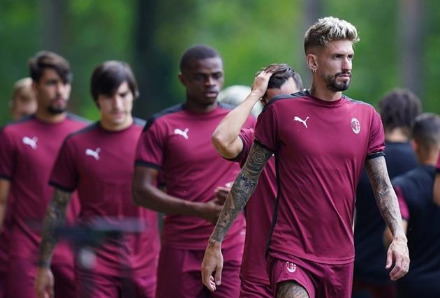 Ibrahimovic để lộ cơ bắp cuồn cuộn khiến nhiều sao Milan nể phục - Bóng Đá