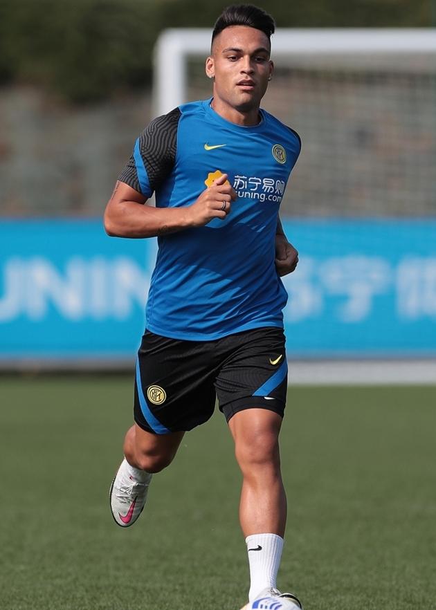 Alexis Sanchez để lộ bắp chân cực khủng trên sân tập của Inter Milan - Bóng Đá