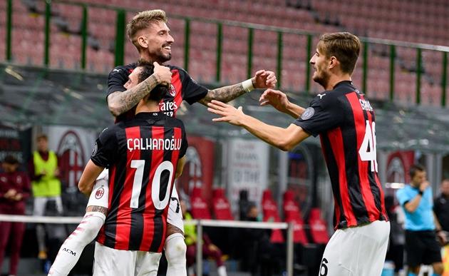 Học cách Man Utd mua Ronaldo, Milan chuẩn bị đón