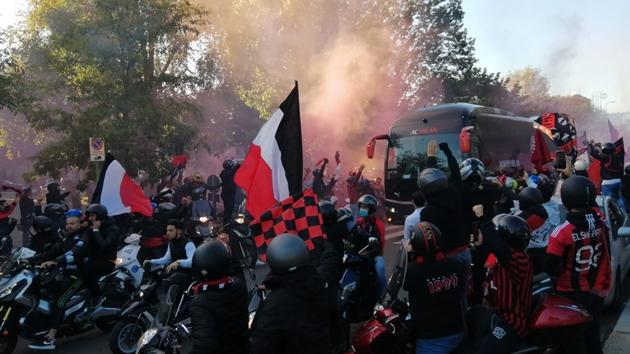 SỐC! Đánh bại Inter, CĐV Milan ăn mừng như vừa giành Scudetto - Bóng Đá