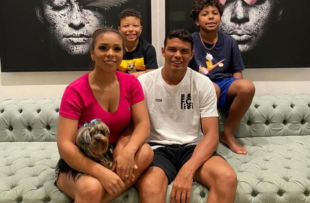 Thiago Silva's wife reveals she is trying to convince Chelsea star, 36, to have a vasectomy - Bóng Đá