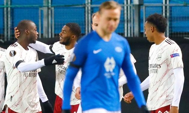 Niềm vui của Nicolas Pepe và các đồng đội, trái ngược với nỗi buồn của các cầu thủ Molde.