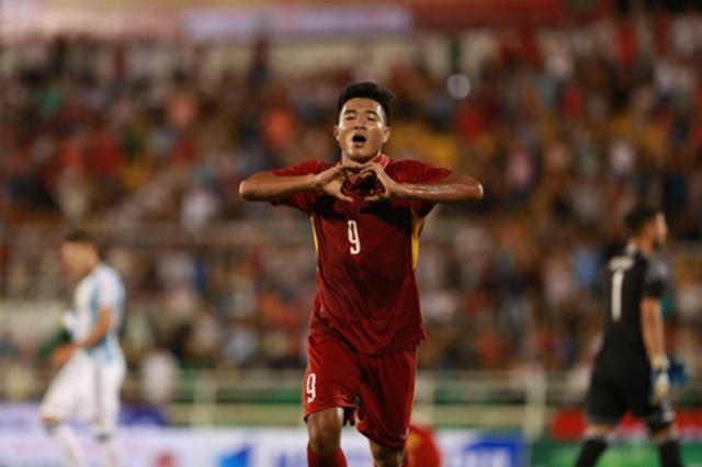 Từ khi Đức Chinh vào sân, những đường lên bóng của U23 Việt Nam đã có đích đến rõ ràng hơn. Qua đó giúp lối chơi khởi sắc hơn.