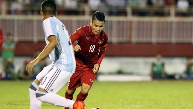 Vẫn như thường lệ, Quang Hải với sự khéo léo của mình luôn gây ra rất nhiều khó khăn cho đối phương. Tiền vệ Hà Nội FC là cầu thủ xuất sắc nhất trận với cú đúp bàn thắng trong 90 phút đầu tiên.
