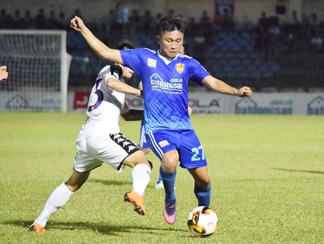 Quảng Nam FC cũng không thể cản bước Hà Nội. Ảnh: Viết Định (Bongda.com.vn)