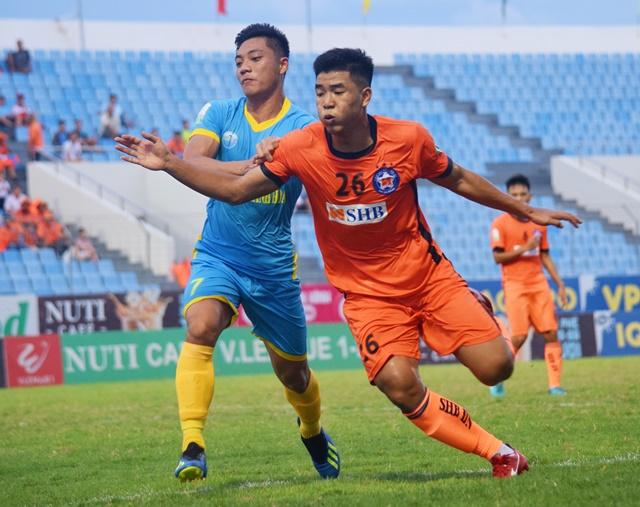 Thủ môn ĐT Việt Nam xuất thần, SHB Đà Nẵng chia điểm đội nhì bảng - Bóng Đá
