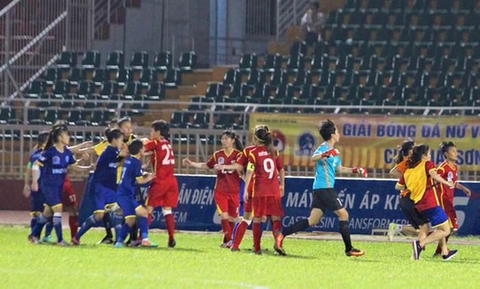 Báo Nhật đăng tải thông tin vụ ẩu đả xấu xí của bóng đá nữ Việt Nam - Bóng Đá