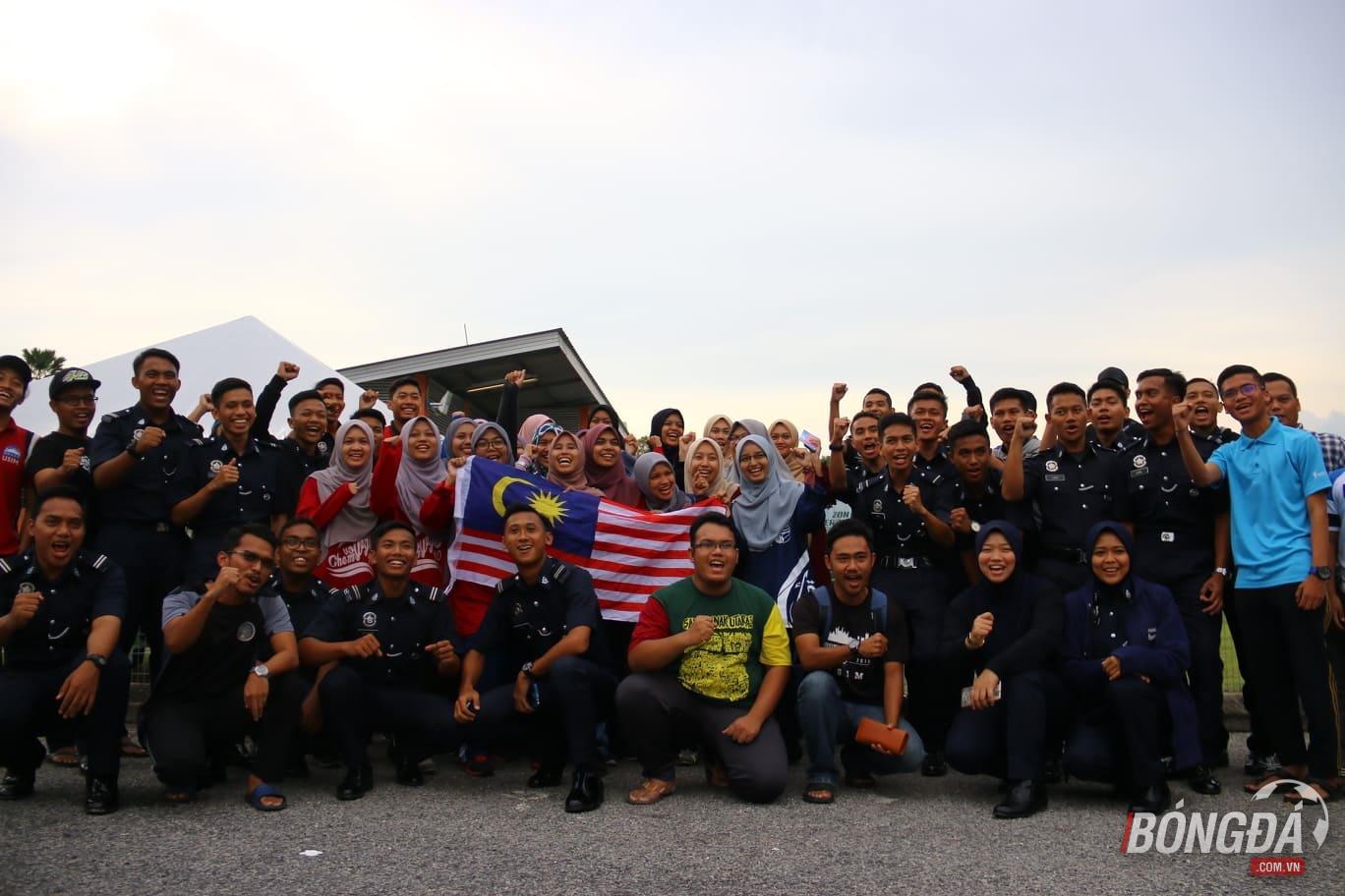 ĐT Malaysia tập - Bóng Đá