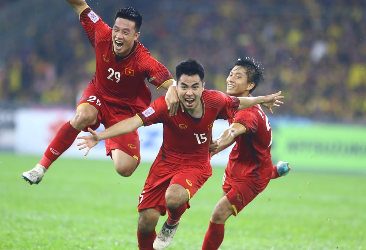 Văn Lâm xuất sắc giúp ĐT Việt Nam giành nửa vé vào chung kết - Bóng Đá