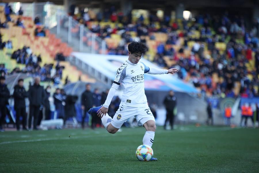 Điểm tin bóng đá Việt Nam sáng 03/04: Công Phượng hãy kiên nhẫn như Park Ji-sung - Bóng Đá