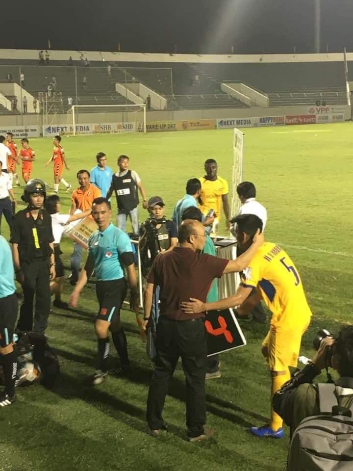 HLV Park Hang-seo và trợ lý Lee đã chấm thêm được một trung vệ cho ĐT Việt Nam? - Bóng Đá