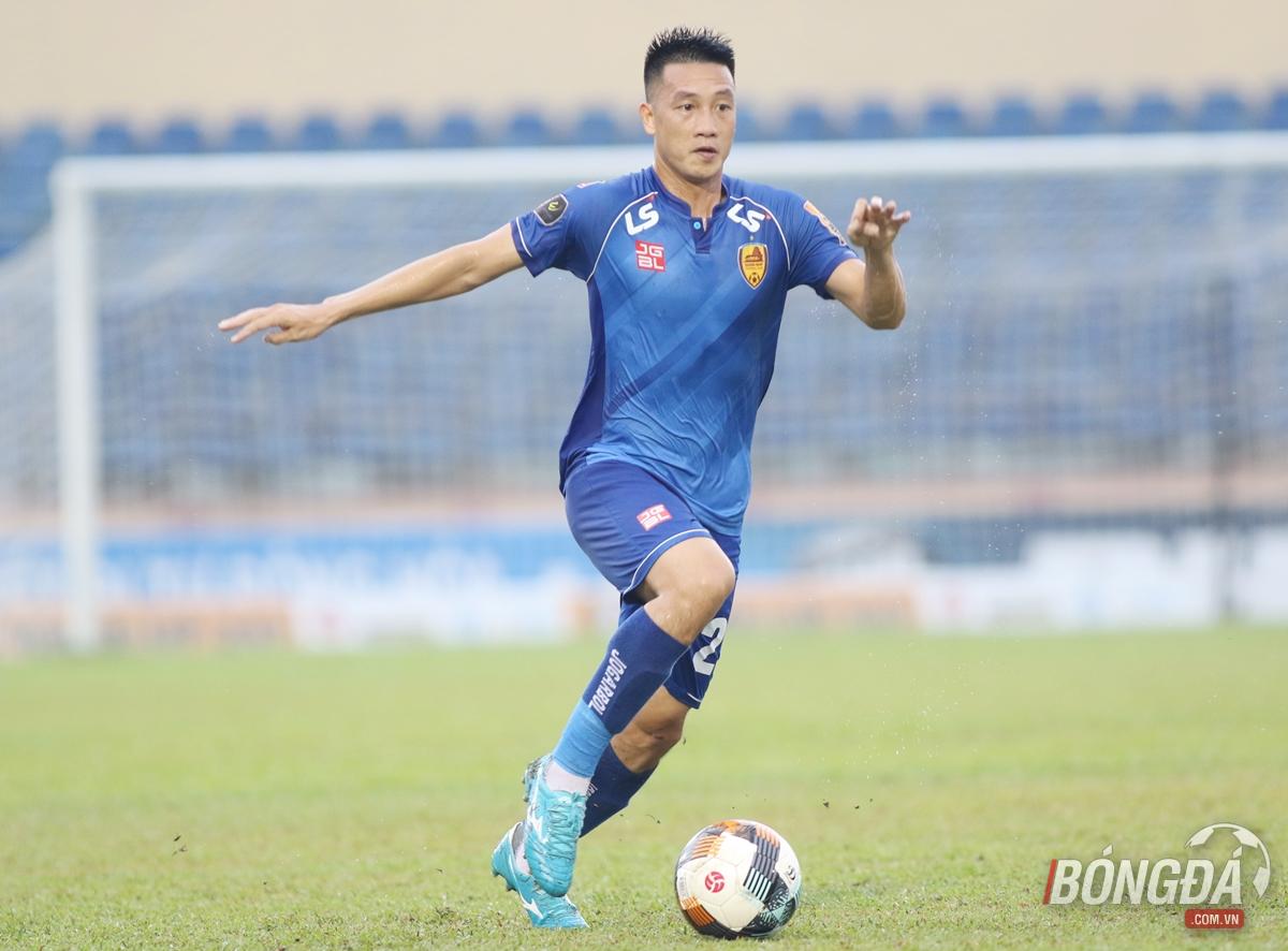 HLV Quảng Nam nói về thể trạng của tuyển thủ Huy Hùng - Bóng Đá