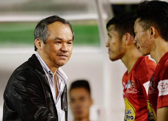 Chuyên gia Việt nói về phát ngôn HAGL rớt hạng cũng chả sao của bầu Đức - Bóng Đá