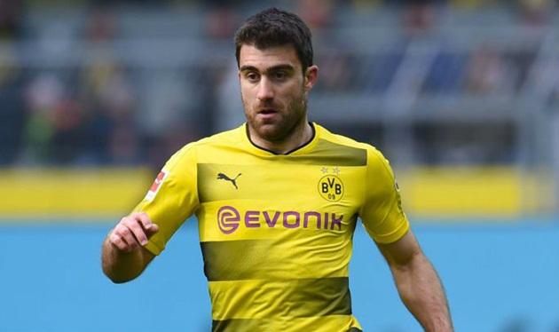 Sếp lớn Dortmund tiết lộ về thương vụ Sokratis đến Arsenal - Bóng Đá