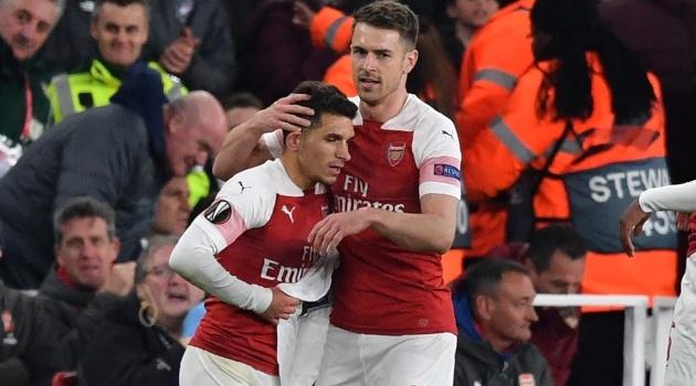 Câu chuyện cảm động về chiếc áo Lucas Torreira cầm ăn mừng sau bàn thắng vào lưới Napoli - Bóng Đá