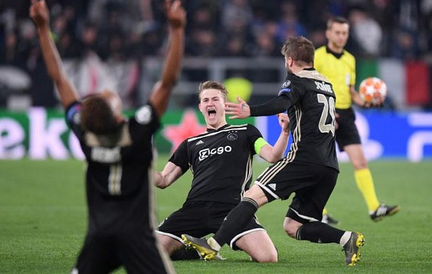 Donny van de Beek: Lẽ ra chúng tôi phải nã vào lưới Juventus 5 quả - Bóng Đá