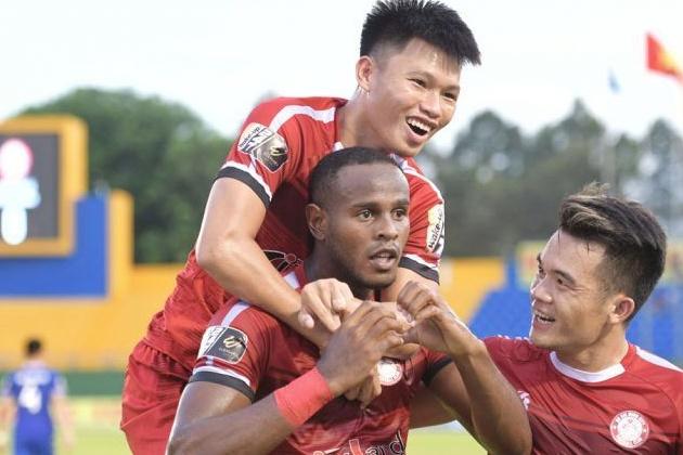 CLB TPHCM thăng hoa ở V-League 2019: Câu chuyện từ tấm băng rôn rơi nước mắt - Bóng Đá