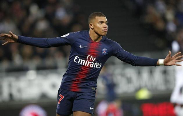 Ở tuổi 20, cầu thủ này xuất sắc hơn cả Ronaldo và Messi - Bóng Đá