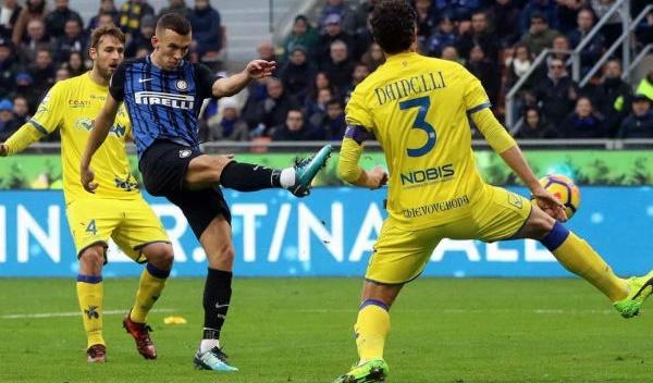 Sergio Pellissier rơi nước mắt vì được khán giả Inter Milan tri ân - Bóng Đá
