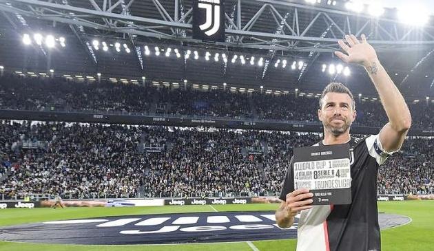 Chùm ảnh: Cây trường sinh Barzagli rơi lệ trong ngày chia tay Juventus - Bóng Đá