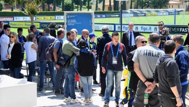 Chùm ảnh: Sao Azzurri đi thăm bệnh viện nhi Roma - Bóng Đá