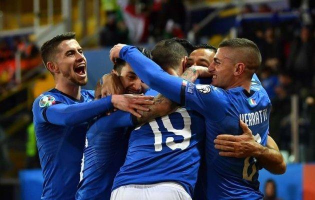 Chùm ảnh: Đội tuyển Ý đón các vị khách đặc biệt - Bóng Đá