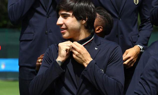 Ảnh: Dàn sao U21 Ý đẹp 'điên đảo' chụp ảnh trước giải - Bóng Đá