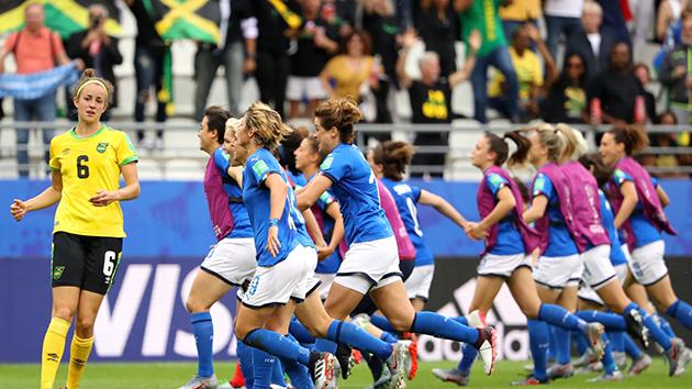 Ảnh: Đả bại Jamaica, tuyển nữ Ý điền tên vào vòng 16 đội World Cup - Bóng Đá