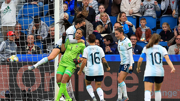 ẢNH: Đả bại Argentina, Sao Man Utd đưa tuyển nữ Anh vào vòng 1/8 World cup - Bóng Đá