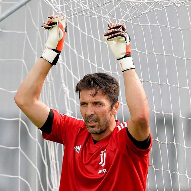 ảnh: Buổi tập đầu tiên của Juventus - Bóng Đá