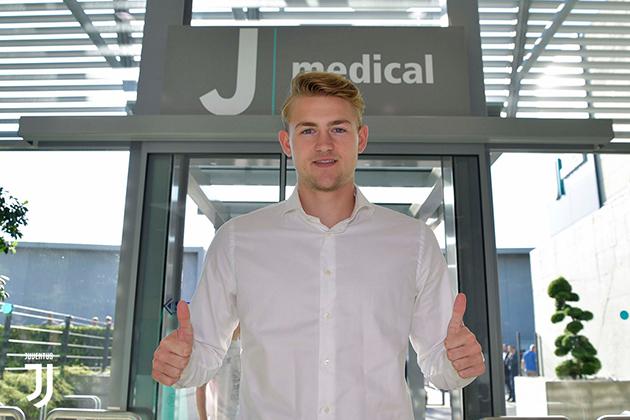 Matthijs de Ligt 'đốn tim' fan nữ khi kiểm tra y tế tại Juventus - Bóng Đá