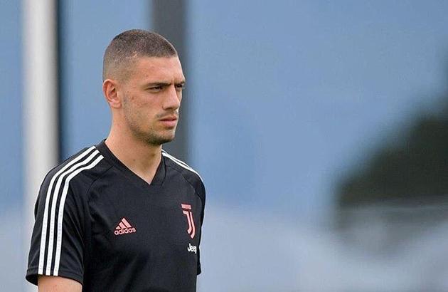 AC Milan dành sự quan tâm đến trung vệ của Juventus - Bóng Đá