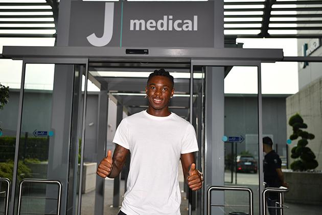 Ảnh: Đồng đội đi giao hữu, sao trẻ Juve 'tự kỷ' ở nhà - Bóng Đá