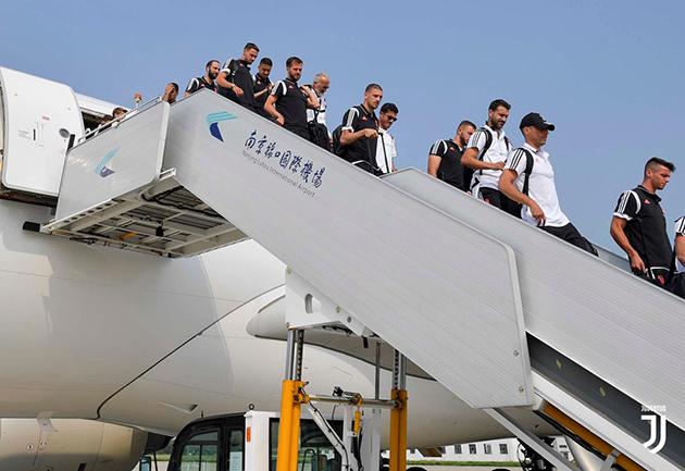 Dàn sao Juventus tươi cười đổ bộ Trung Quốc - Bóng Đá