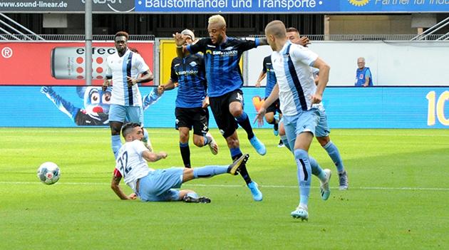 Ảnh trận: Đè bẹp tân binh Bundesliga, 'Đại bàng xanh' thị uy sức mạnh - Bóng Đá