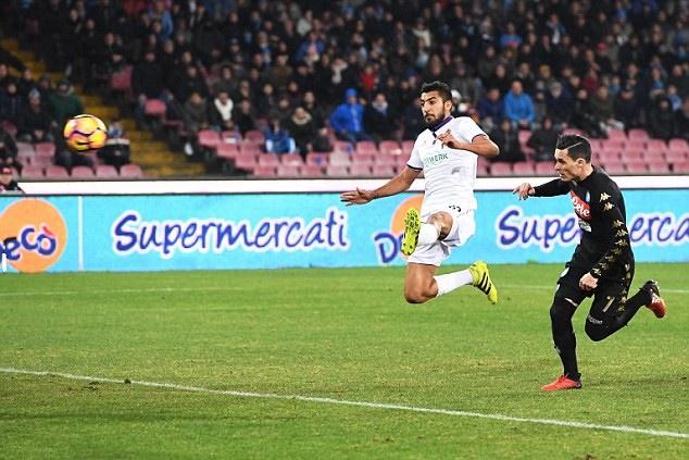 Callejon lập công, Napoli nhọc nhằn bước vào vòng bán kết
