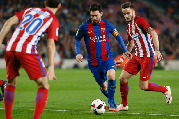 Barca giành quyền chơi trận chung kết trong trận cầu mưa thẻ đỏ