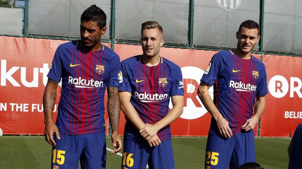 đội nam nữ Barcaa chụp hình chung - Bóng Đá