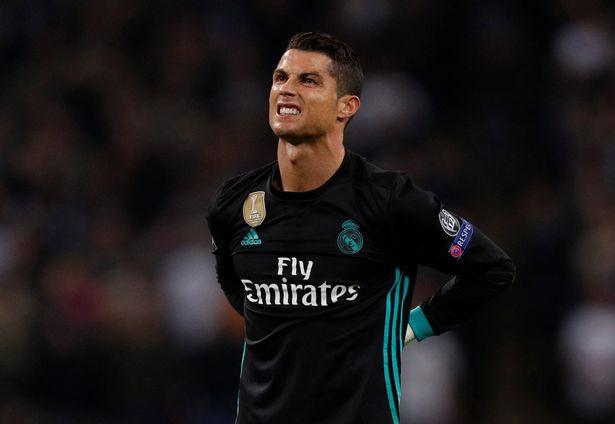 Ronaldo ganh tỵ vì không được mức lương như Messi - Bóng Đá