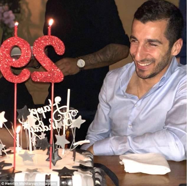 Mkhitaryan tổ chức sinh nhật bên cạnh Pogba  và Raiola - Bóng Đá