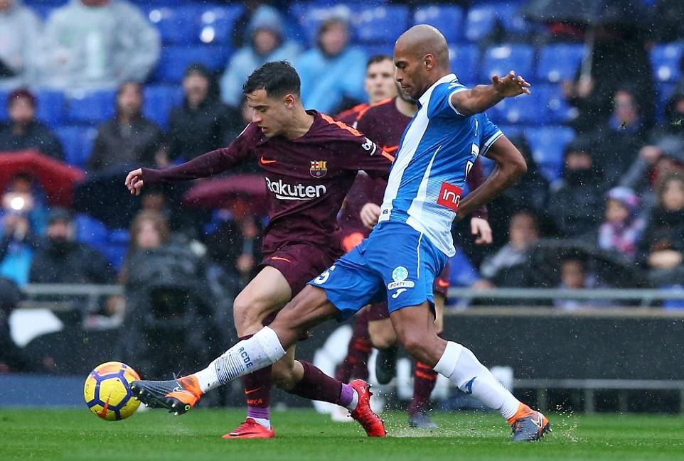 Chơi vơi trong cơn mưa, Barca may mắn có được 1 điểm trên sân Espanyol - Bóng Đá