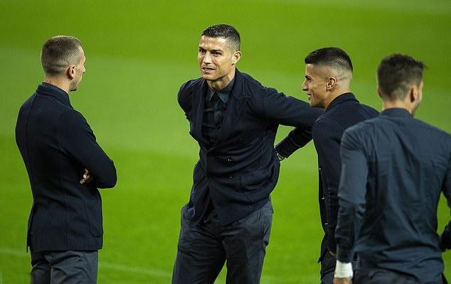 ronaldo đặt chân đến Old Trafford - Bóng Đá