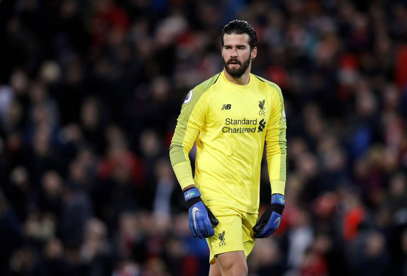 Alisson - 8: Có 2 pha cứu thua xuất thần trước Andre Gomes và Walcott. Góp công lớn vào thắng lợi của Liverpool.