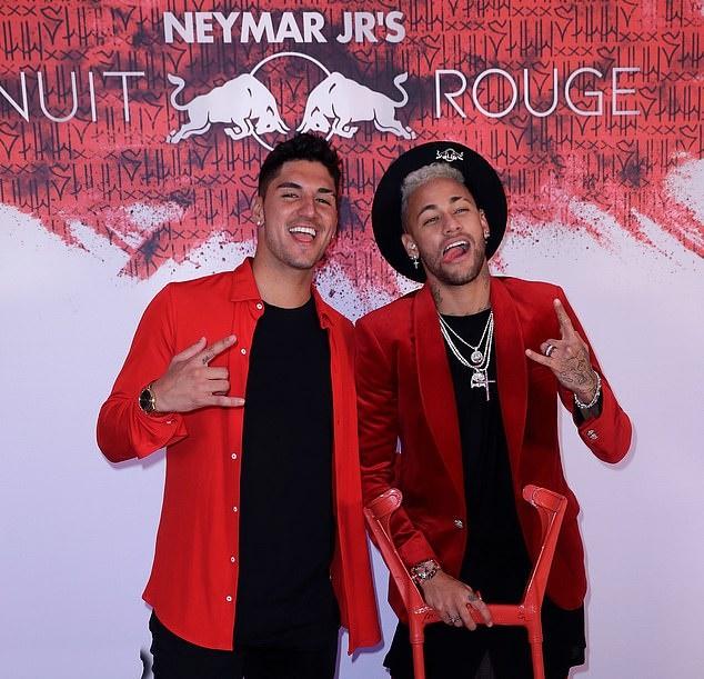 Neymar tổ chức sinh nhật - Bóng Đá