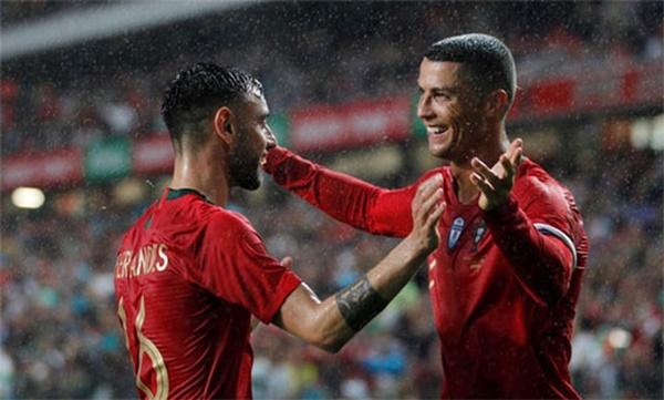 Ronaldo không hiểu tại sao Bruno Fernandes chưa rời Lísbon - Bóng Đá
