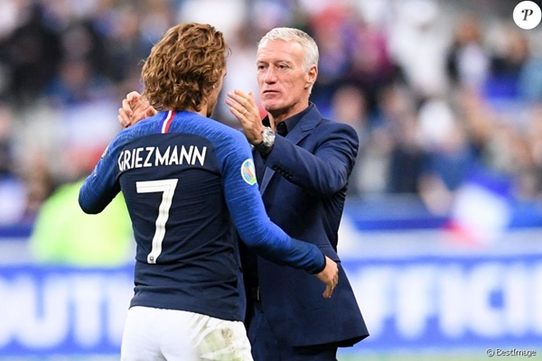 Deschamp chê Valverde không biết dùng Griezmann - Bóng Đá