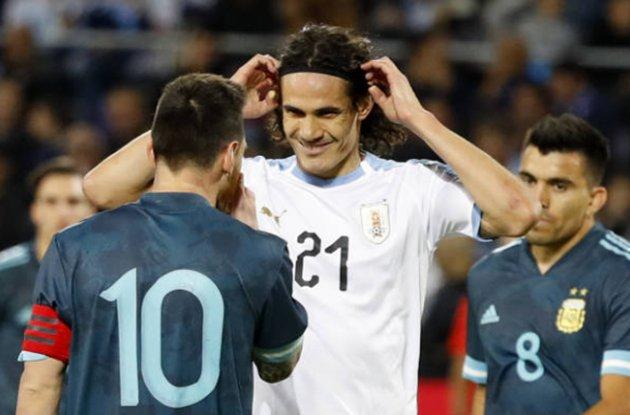 Messi gây gỗ với Cavani - Bóng Đá