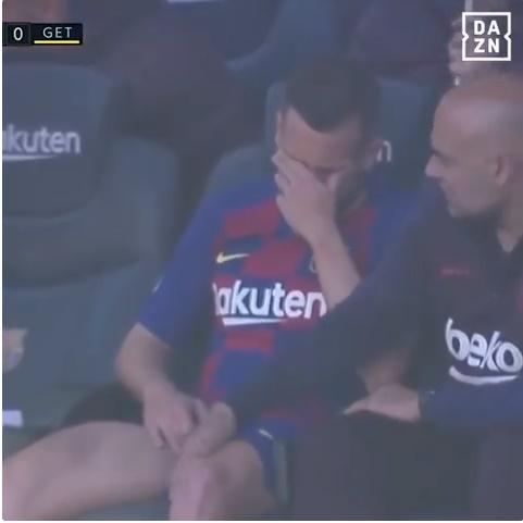 Jordi Alba bật khóc vì chấn thương - Bóng Đá