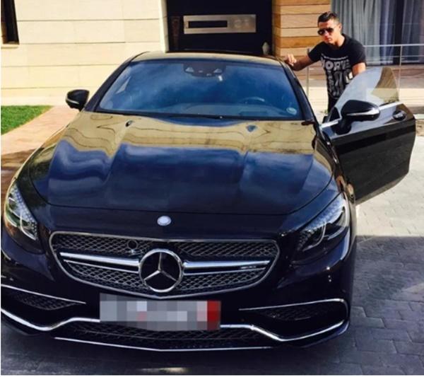 Ronaldo mua Bugatti Centodieci - Bóng Đá